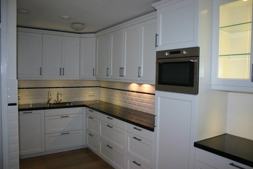 Landelijke keuken met wit gelakt massief eiken front